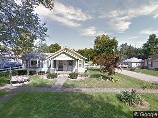818 E Chestnut St, Monticello, IL 61856