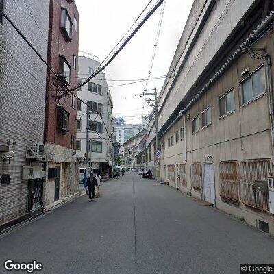 大阪上本町駅うらを進む
