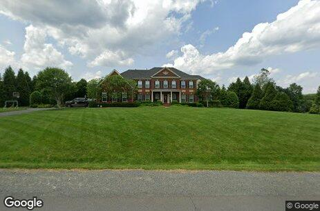Property photo for 11624 Hunting Crest Lane, Vienna, VA 22182 .