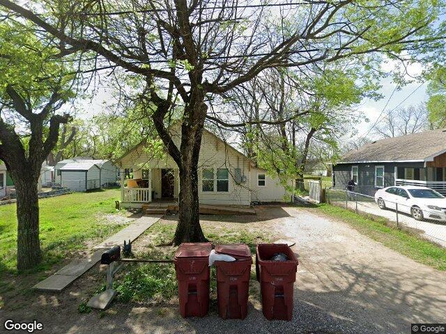 1103 S 5th St, Bonham, TX 75418