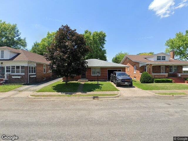 215 N 3rd St, Dupo, IL 62239