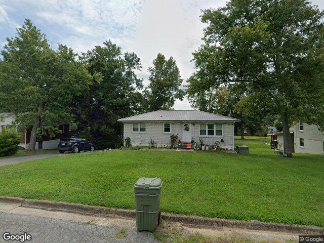 319 Avon St, Lawrenceburg, TN 38464