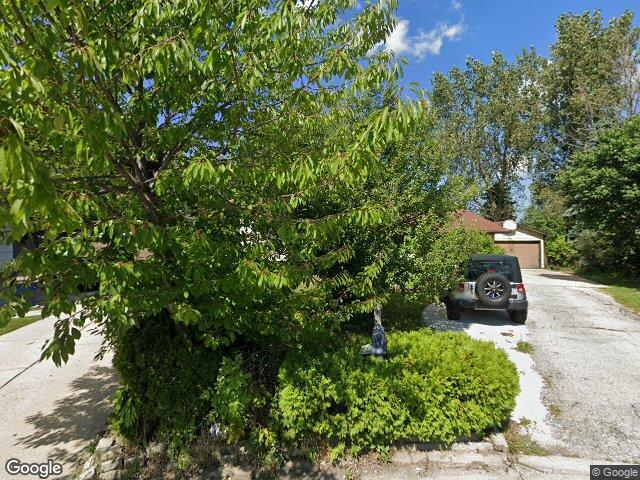 426 Sussex Ct, Park City, IL 60085