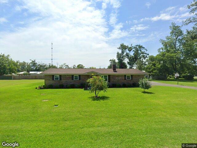 527 S 3rd St, Wewahitchka, FL 32465