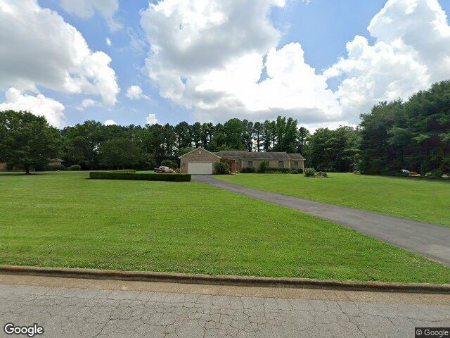 925 9th St, Lawrenceburg, TN 38464