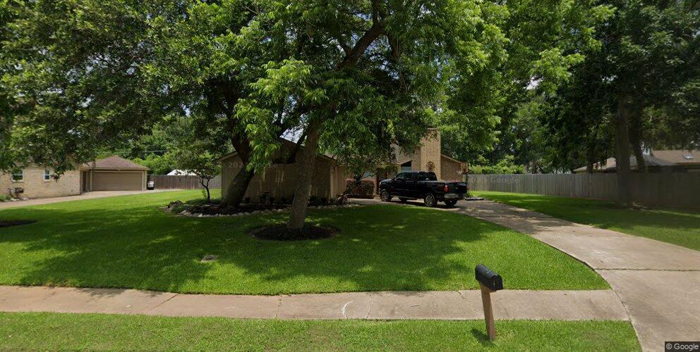 102 Driftwood Dr, Lake Jackson, TX 77566