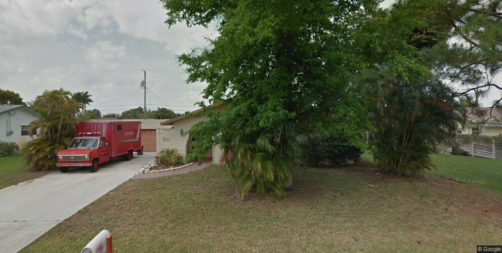 122 W Coconut Dr, Lake Worth, FL 33467
