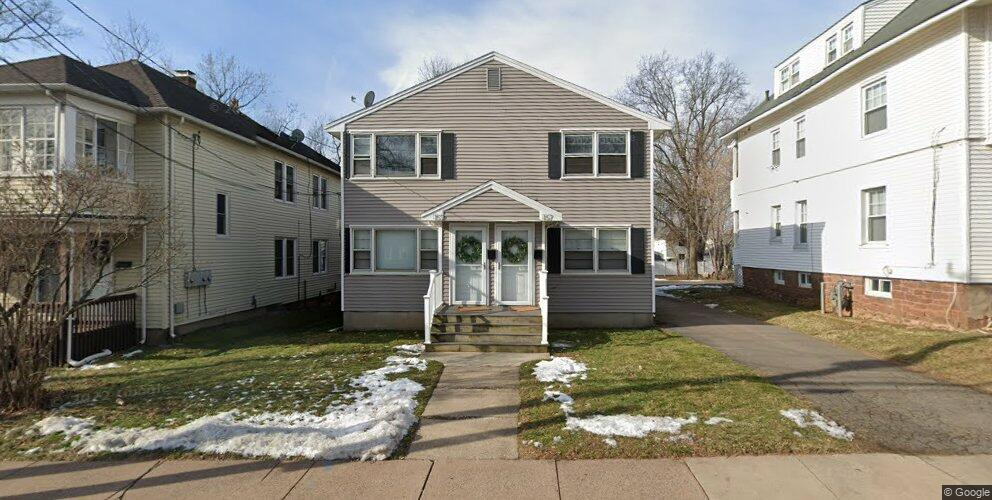157 S Quaker Ln, West Hartford, CT 06119