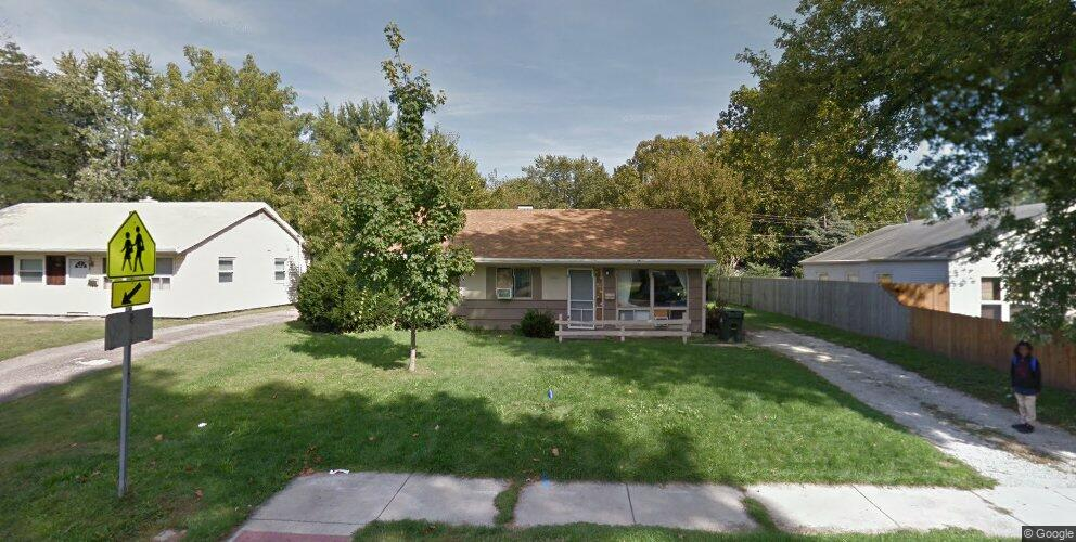 1902 Garden Hills Dr, Champaign, IL 61820