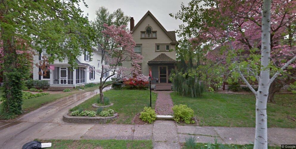2020 Grove Ave, Quincy, IL 62301