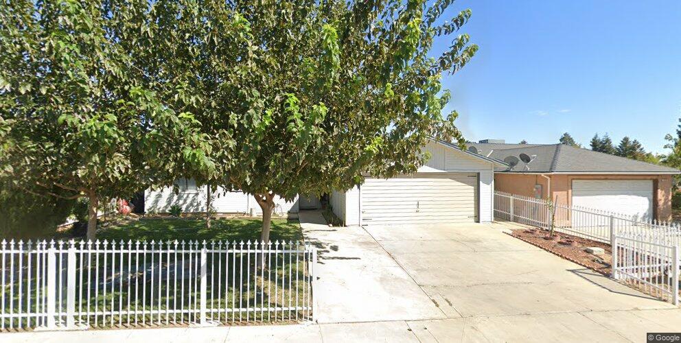 209 S Corcoran Ave, Avenal, CA 93204