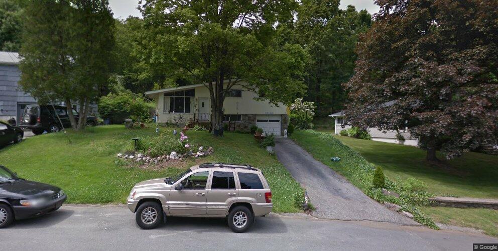 22 Devonwood Dr, Waterbury, CT 06708