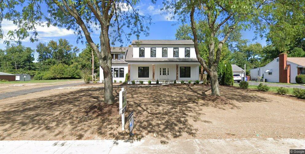2278 Wickliffe Rd, Upper Arlington, OH 43221