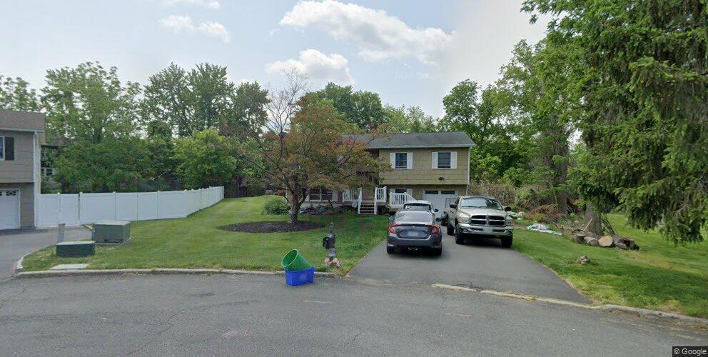 3 Toni Ct, Valley Cottage, NY 10989