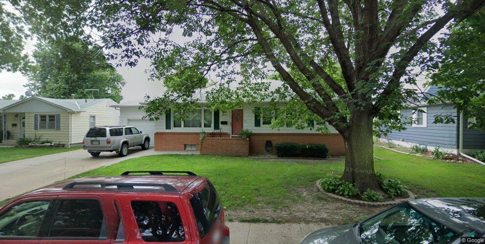 3606 Linden Dr, Kearney, NE 68847