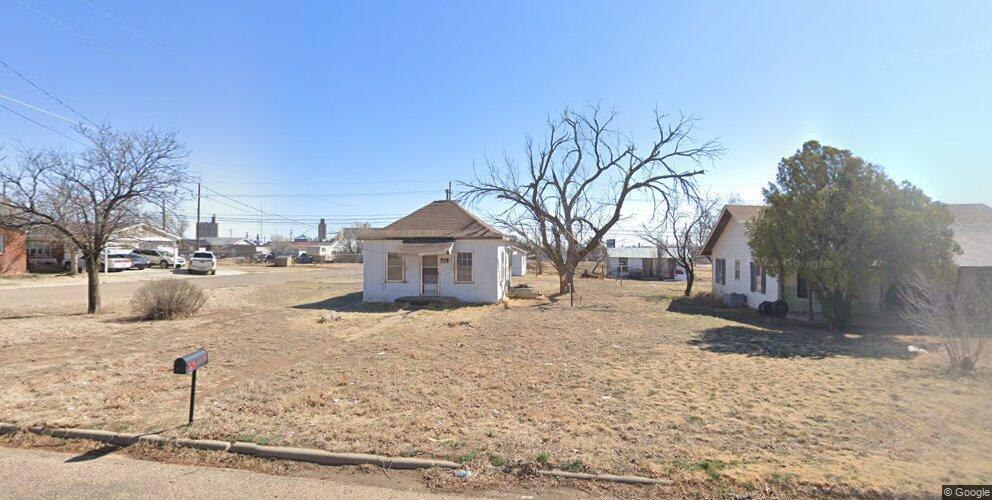403 SW 3rd St, Dimmitt, TX 79027
