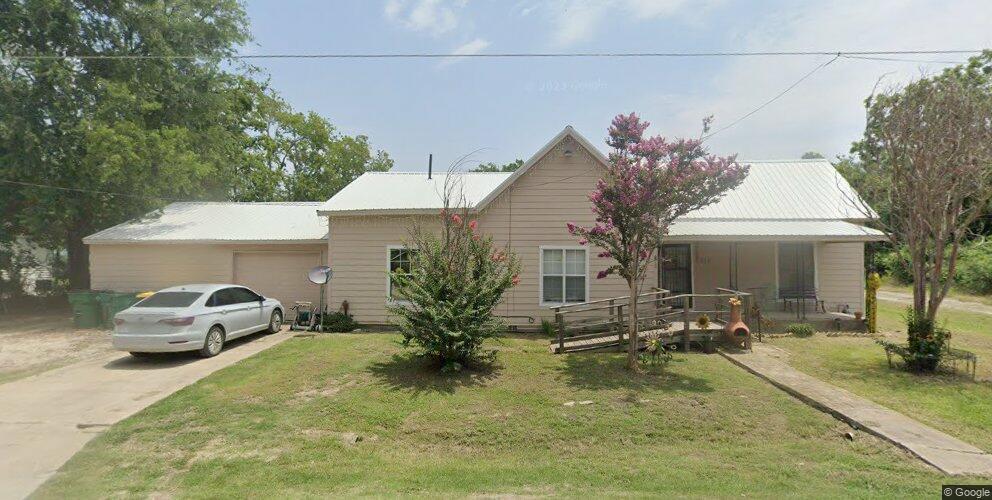 518 S 2nd St, Lott, TX 76656