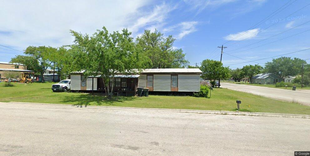 686 S Dallas St, Giddings, TX 78942