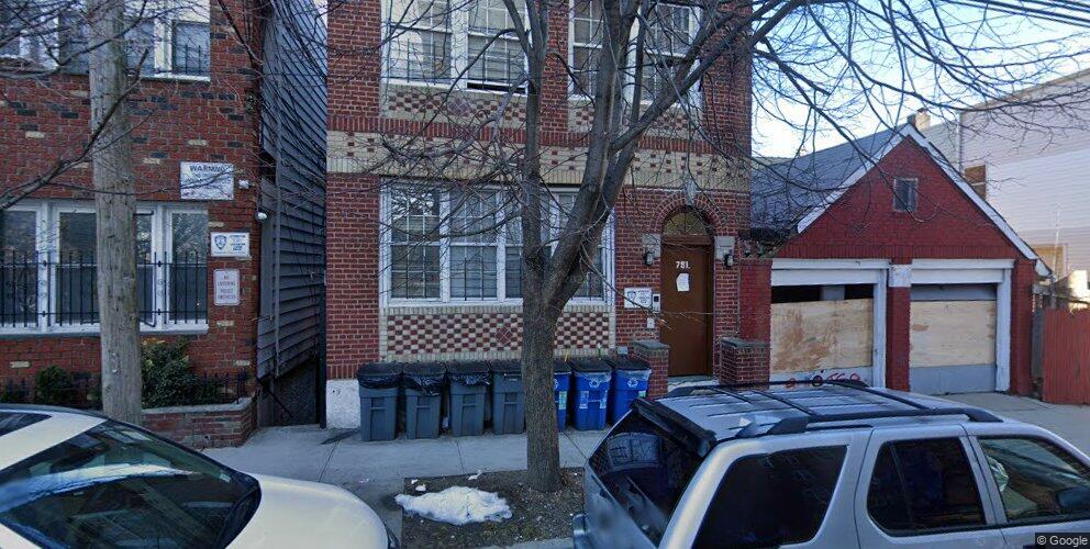 791 E 211th St #1, Bronx, NY 10467