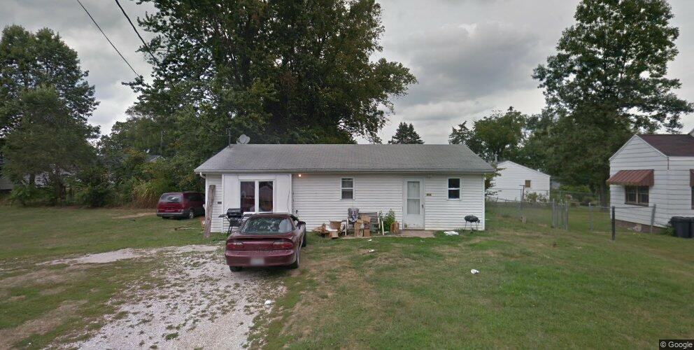 816 E Milton Ave, Lewistown, IL 61542