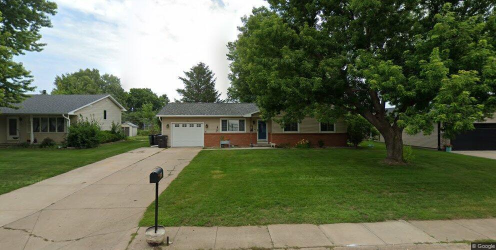 816 Glenwood Ave, Hastings, NE 68901