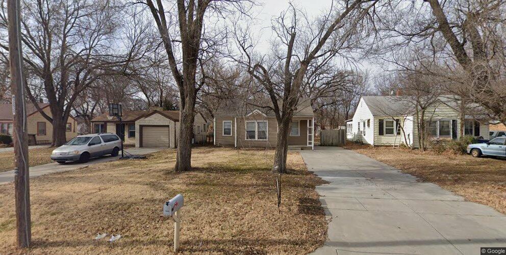 827 S Crestway Ave, Wichita, KS 67218