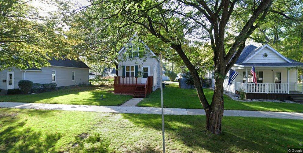 908 Oak St, Grand Forks, ND 58201