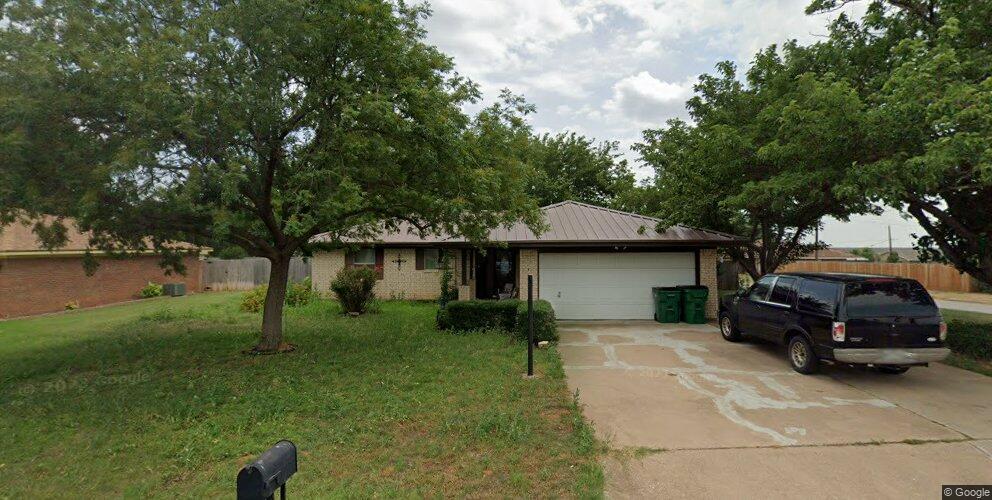 990 Victoria Dr, Burkburnett, TX 76354